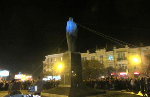 Повалення пам'ятника Леніна в Полтаві