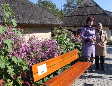Лавка в музеї-садибі Котляревського