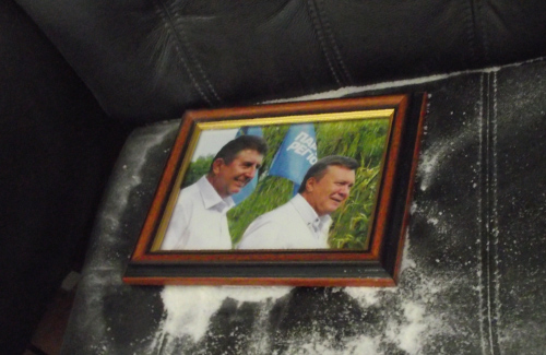 Фото Олександра Удовіченка та Віктора Януковича знайдене у кабінеті Олександра Мамая