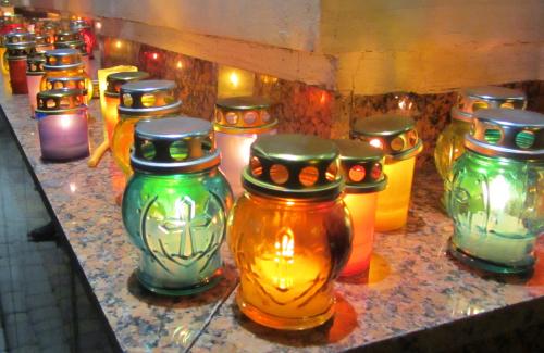 Свічки пам`яті біля Свято-Успенського кафедрального собору