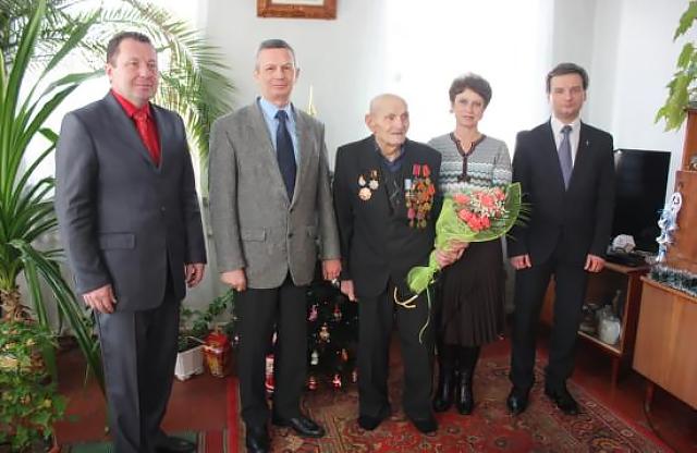 103 года ветерану Ивану Самокрику