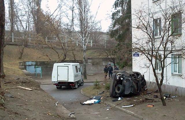 В Кременчуге автомобиль врезался в жилой дом.