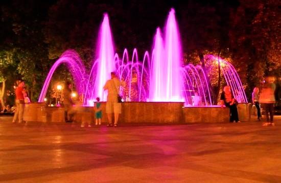 На 1 мая 2015 года в сквере им. Олега Бабаева в Кременчуге открыли светомузыкальный фонтан