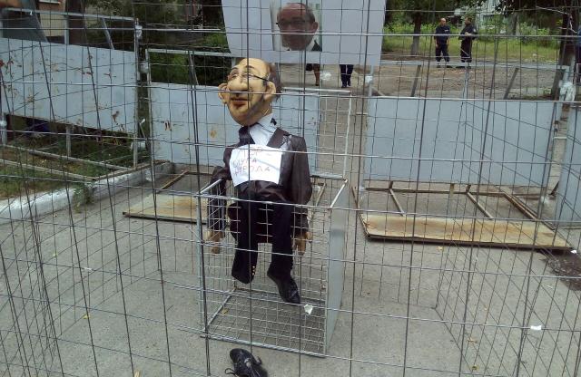 Кукла Кернеса под Киевским райсудом Полтавы