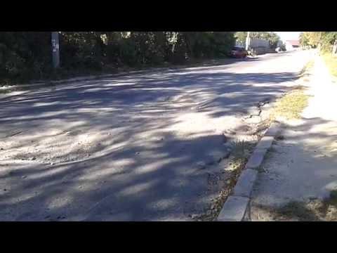 Сумнозвісна дорога по вул. Шолом-Алейхема (станом на 3 жовтня 2015 року)