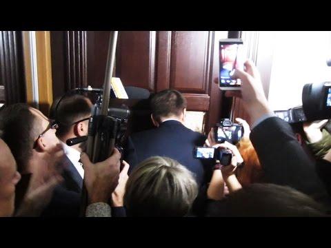 У Полтавській міськраді зламали двері (2015.12.25)