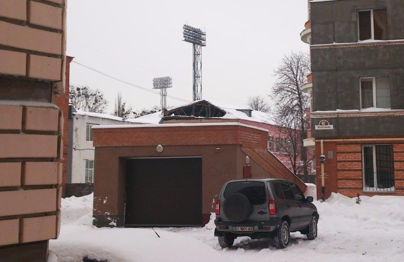 Провалившася крыша на одном из корпусов Полтавского областного управления СБУ