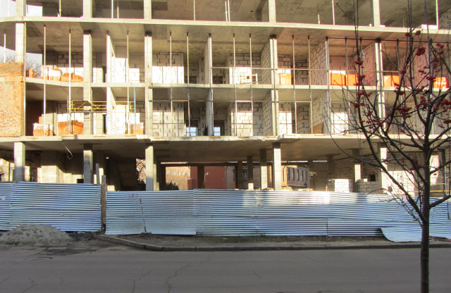 Строительство на ул. Парижской Коммуны, 44а в декабре 2015 года