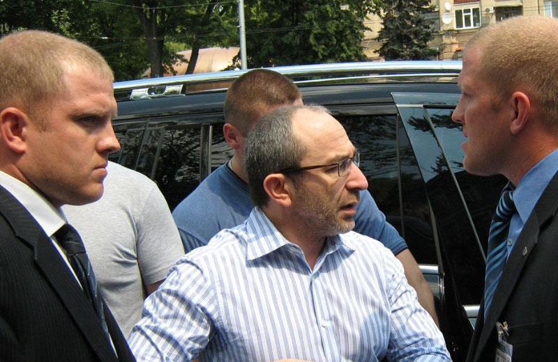 Геннадий Кернес и охранники-близнецы