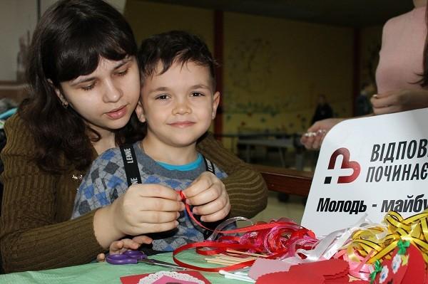 Маленький Максимка та його мама