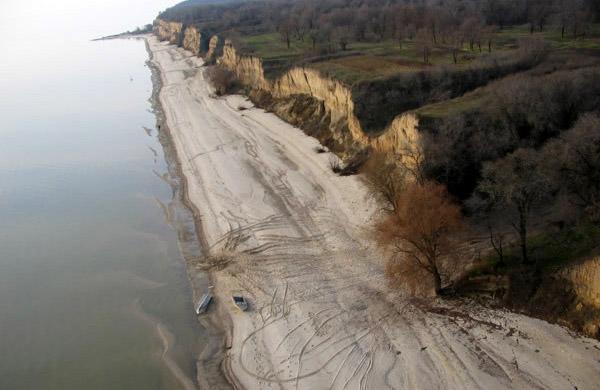 Берег Кременчуцького водосховища поблизу села Максимівка