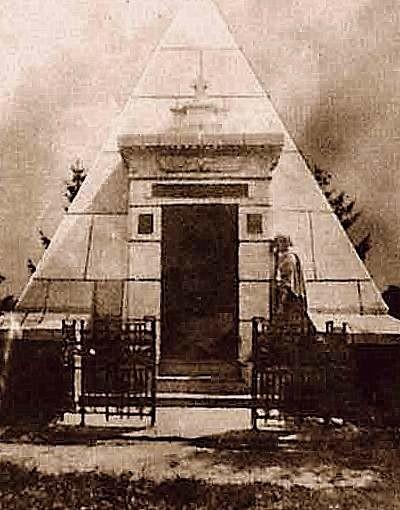 Піраміда-усипальниця в Березовій Рудці (дореволюційне фото)