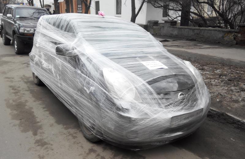 Nissan с бантиком на ул. Пушкина