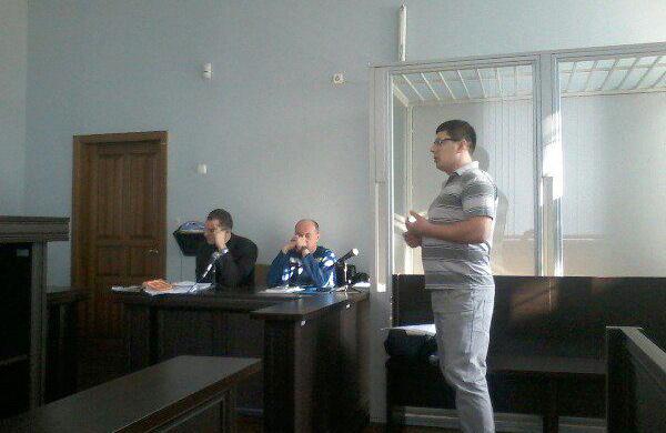 Праворуч — підозрюваний Андрій Мельничук