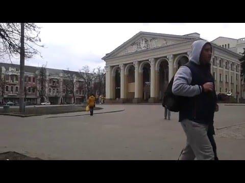 Майдан перед театром відтепер без автомобілів