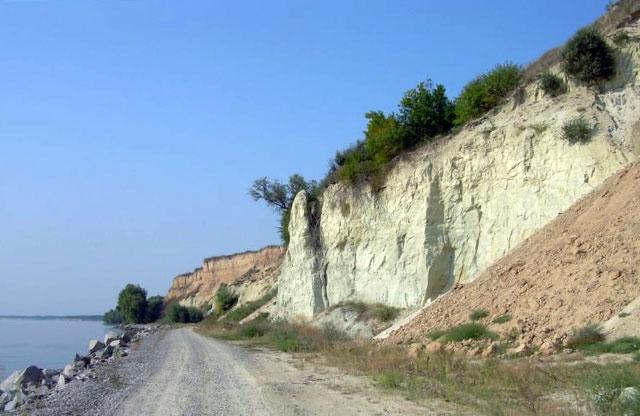 Берег Кременчуцького водосховища біля гори Пивихи