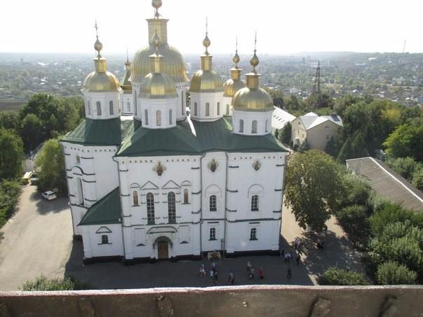Вид з оглядового майданчику дзвіниці монастиря