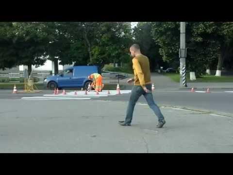 Оновлення пішохідного переходу у Полтаві по вулиці Небесної Сотні біля обласної бібліотеки