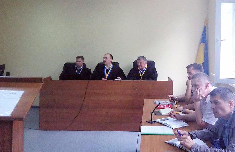 Судді Віталій Микитенко, Сергій Антонов та Олександр Струков