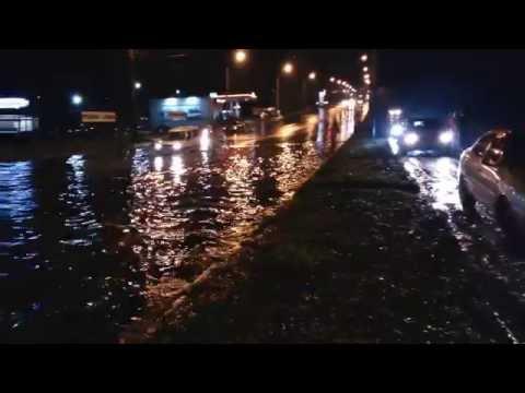 Затопленная после дождя улица Великотырновская