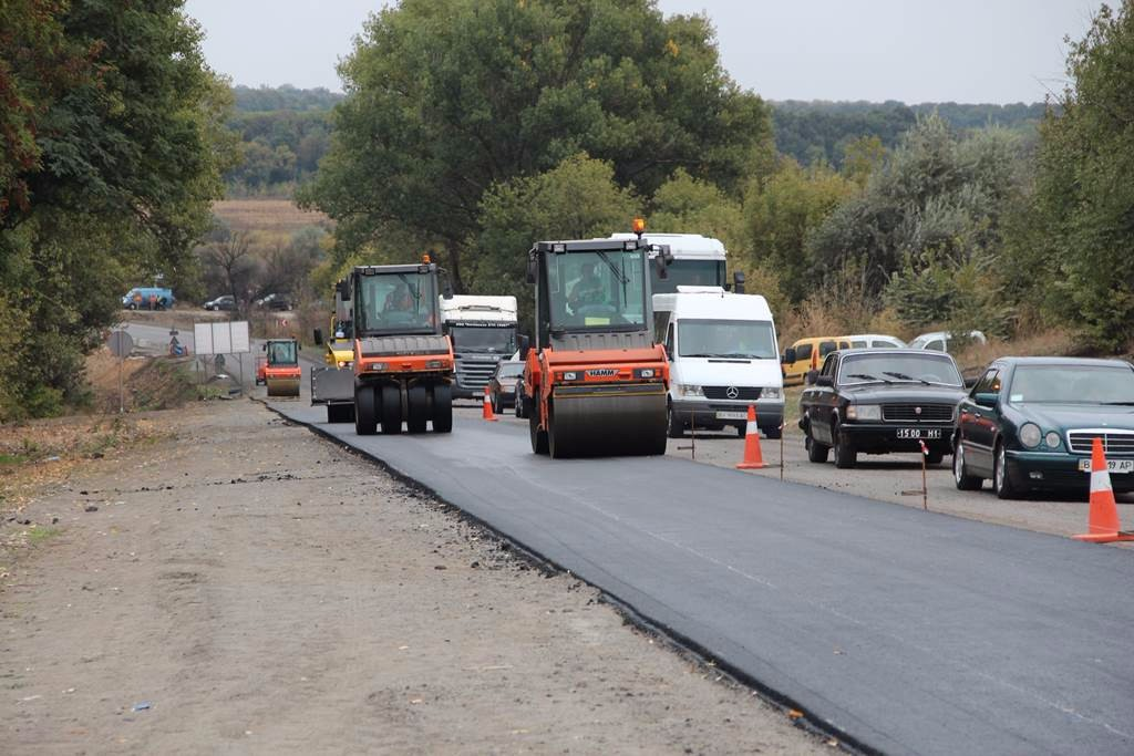 До листопада ремонтні роботи на дорозі завершать