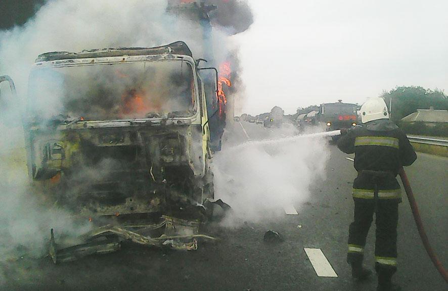 Cотрудники экстренных служб устранили пожар вгрузовом автомобиле— Полтавская область