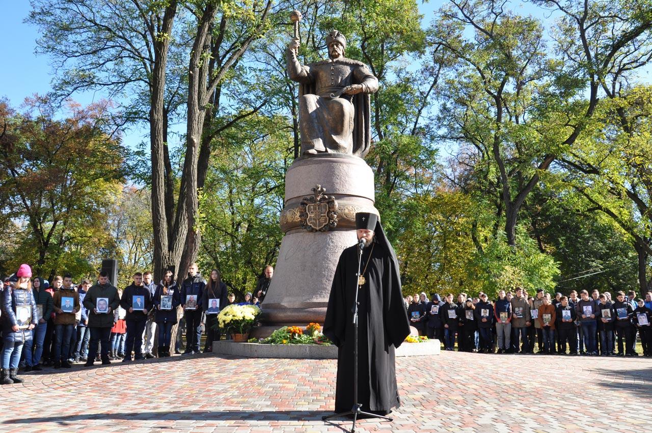 Архієпископ Полтавський та Кременчуцький УПЦ КП Федір звертається до бійців і бажає їм Божої помочі.