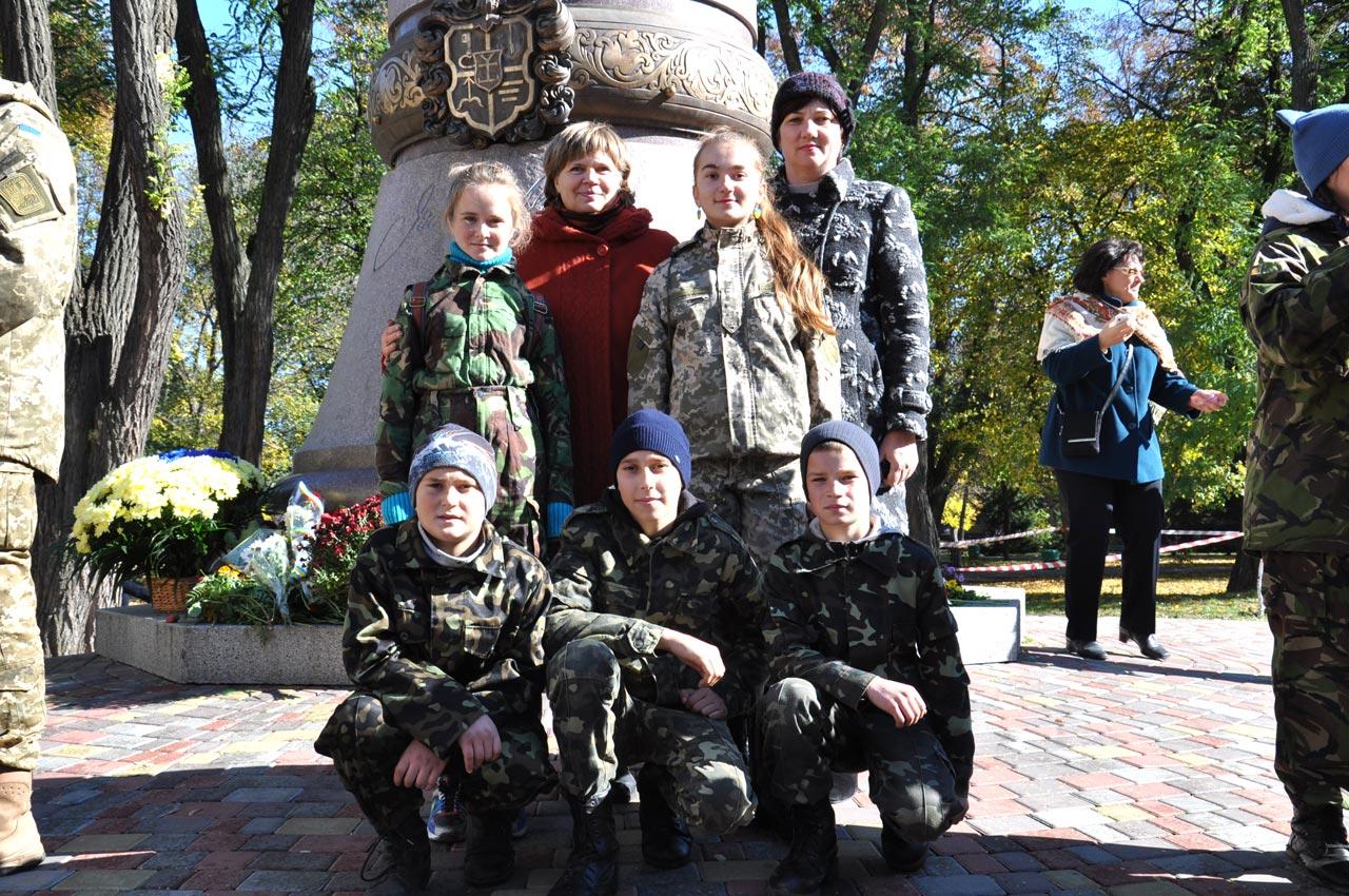 Діти у військовій формі зі Скороходово (Артемівки) Чутівського району.