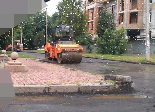 Ремонт дороги під час дощу
