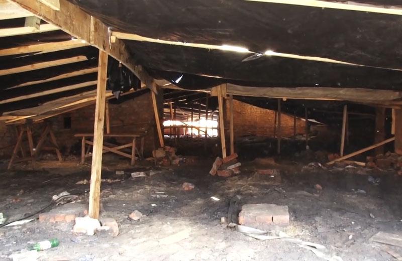 Ремонтні роботи на даху будинку на проспекті Перштравневому, 13а