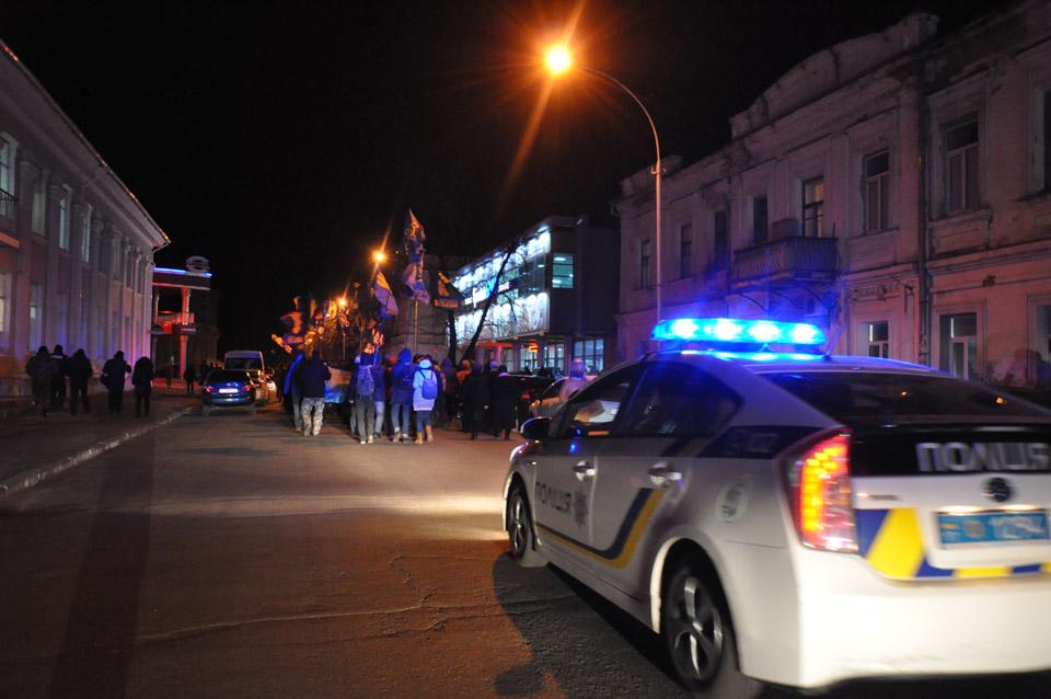 Хода рушила до графіті меморіалу Небесної сотні, вигукуючи гасло «Слава Україні! Героям Слава!».