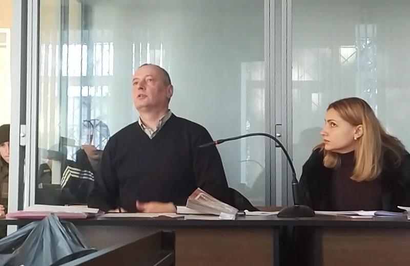Обвинувачений Віталій Петров та його адвокати Валерій Грубич та Марина Розанова
