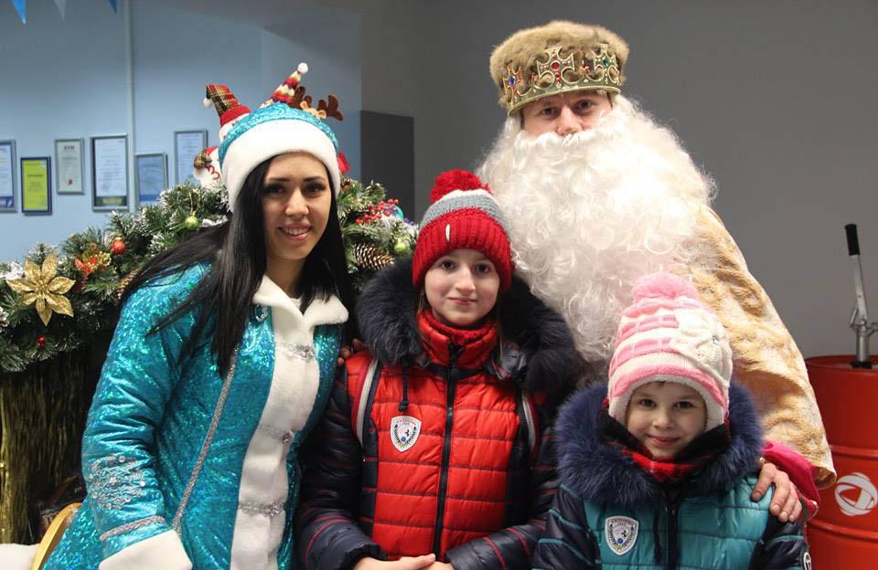 Святий Миколай і тітонька Зима з дітьми