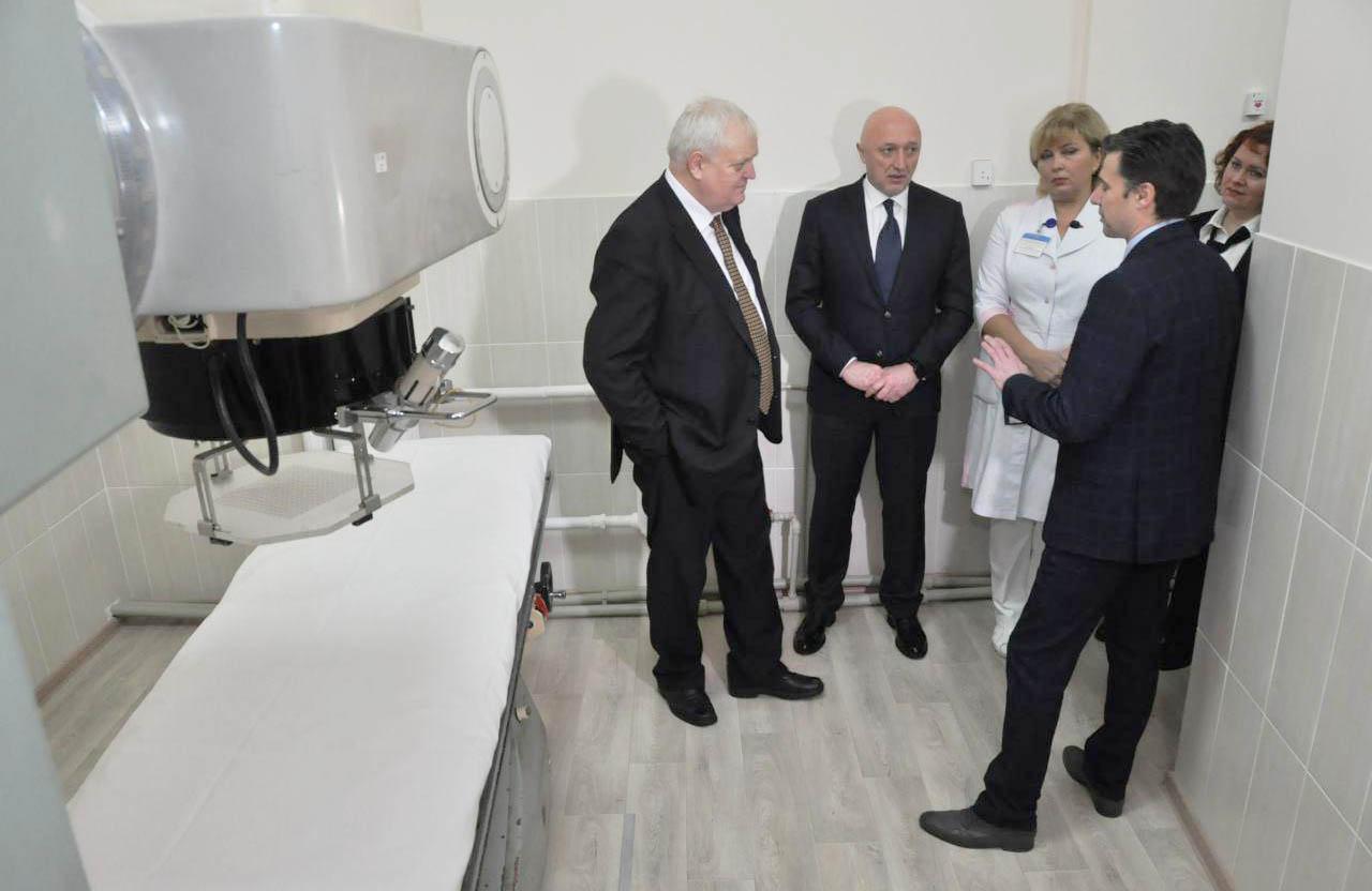 У відремонтовнаому відділенні променевої терапії голова ОДА говорив про закупівлю нового обладнання