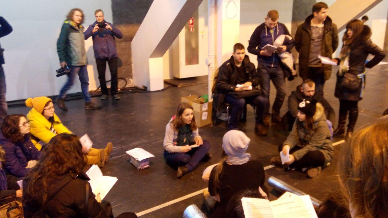 Волонтер зі Львова навчає нашу групу