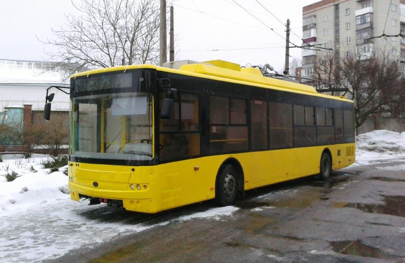 Новий тролейбус на території депо