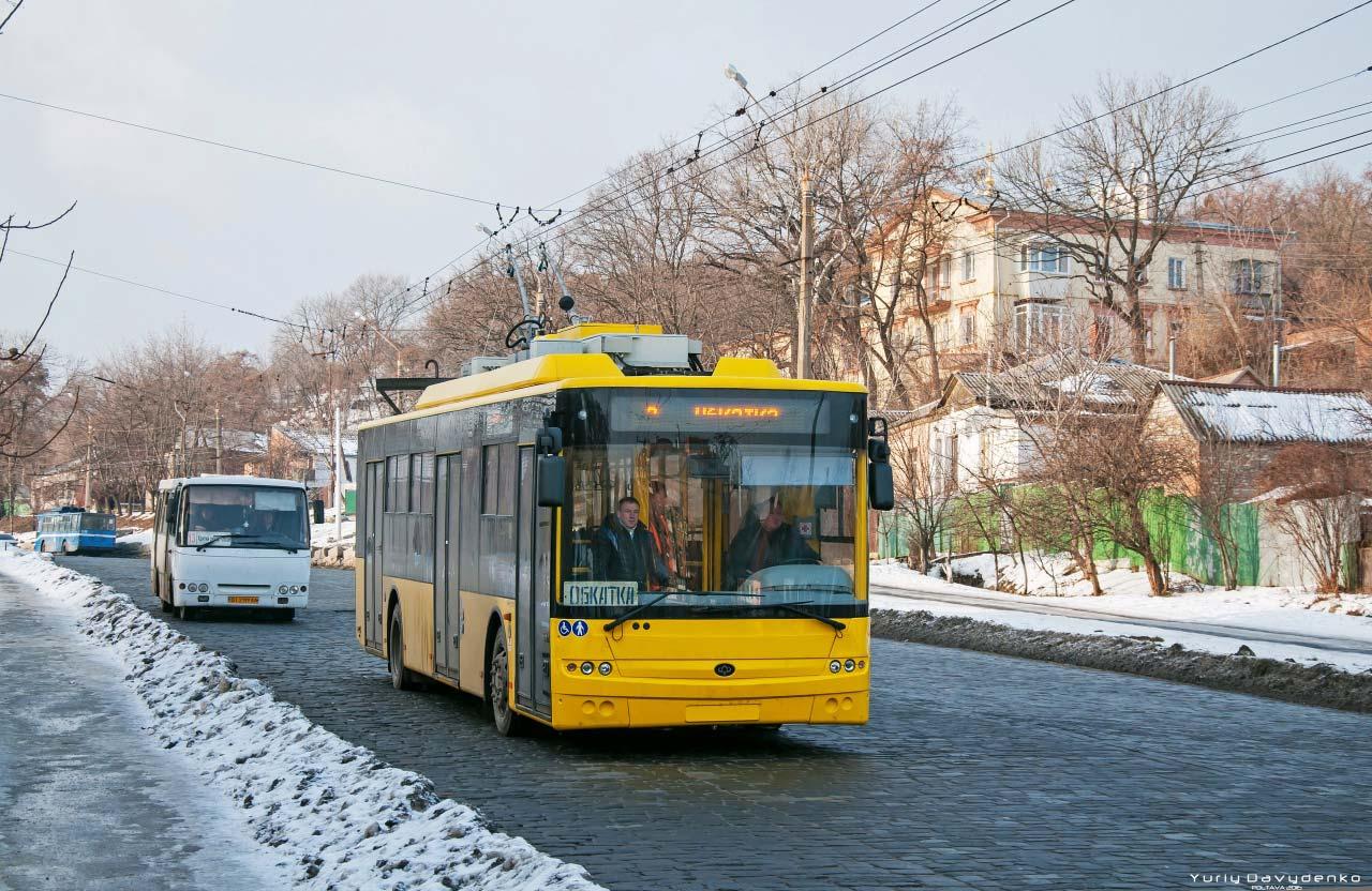 Новий Богдан-Т70117 на вулиці Небесної сотні у Полтаві