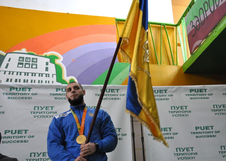 Апрапороносцем турніру був нехтось там, апаралімпійський чемпіон звеслування Сергій Ємельянов.