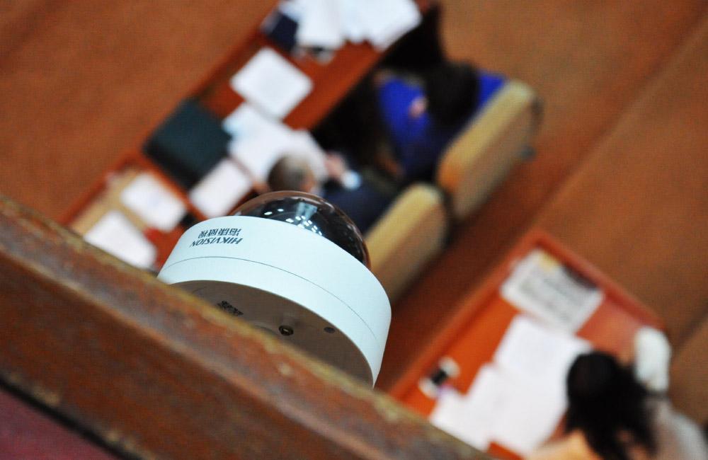 Камера для веб-трансляції у сесійній залі Полтавської облради