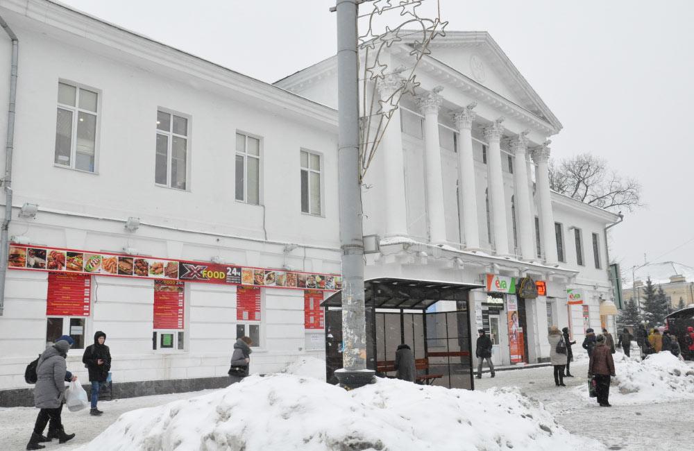 Будівля колишнього кінотеатру ім. Котляревського на вул. Соборності, 31