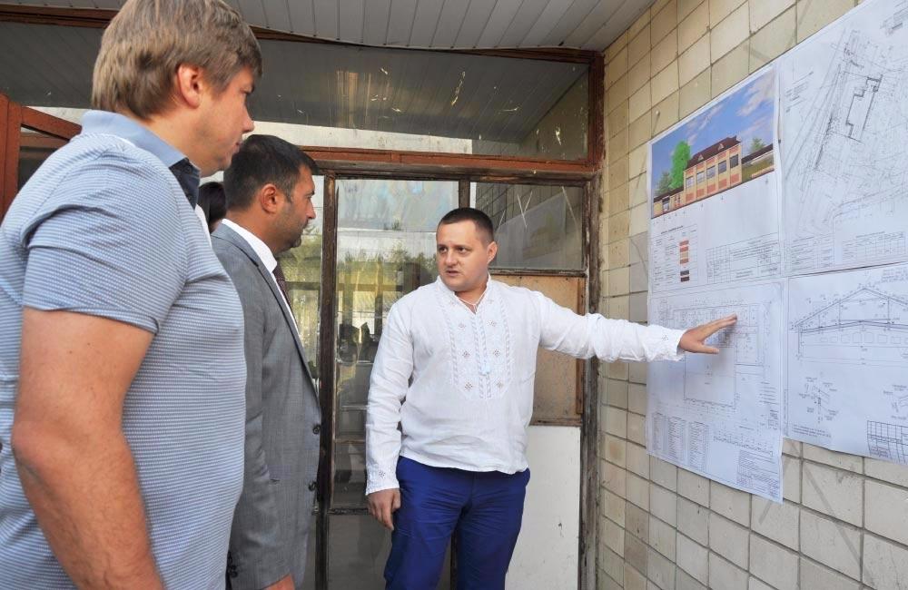 Тимофій Голбан знайомить із проектом добудови спорткомплексу у Решетилівці