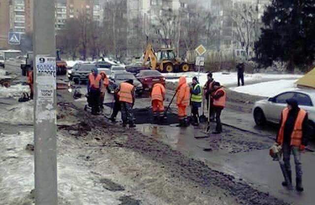Роботи на перехресті вулиць Героїв АТО та Грушевського