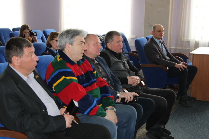 Депутати Полтавської міської ради та заступник міського голови Віталій Нікіпелов під час зустрічі