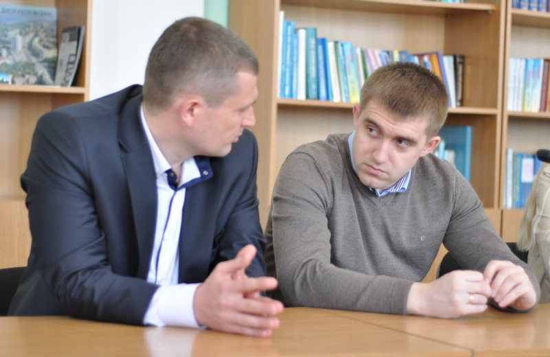 Заступник міського голови Полтави Олексій Чепурко та начальник управління УЖКХ Сергій Сінельнік