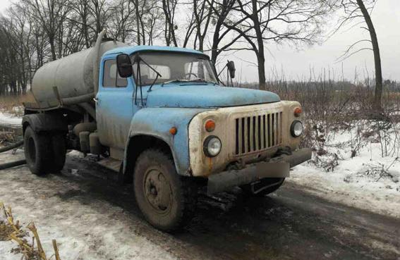 Асенізаторський ГАЗ-5327 поблизу Поля Полтавської битви