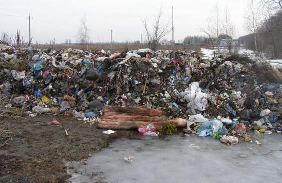 Сміття на території аеродрому у Лубенському районі