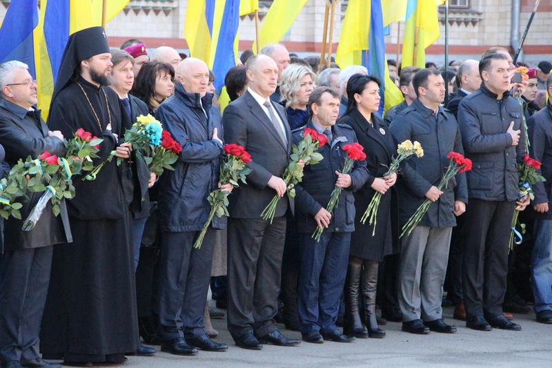 Представники міської та обласної влади відзначають 203-тю річницю з Дня народження Тараса Шевченка