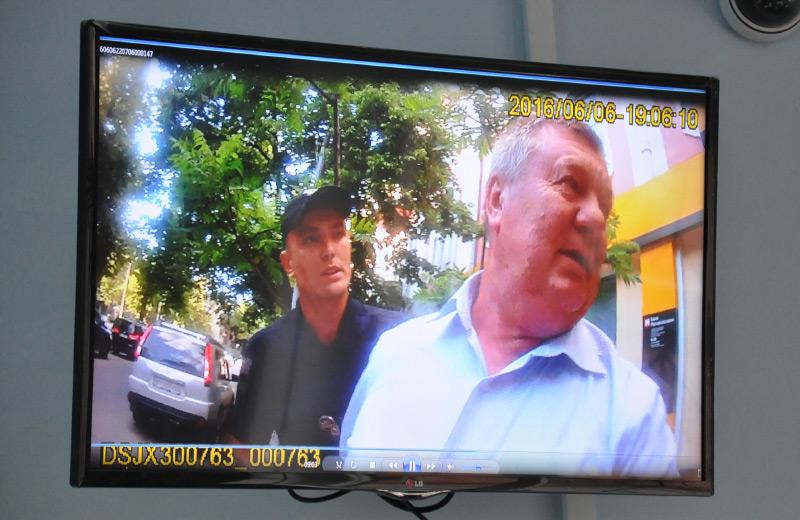 Затримання судді Струкова патрульними Остапенком та Штангеєм