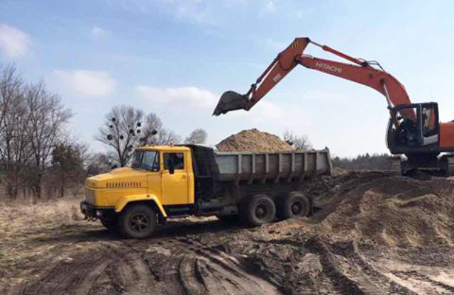 Видобуток піску у селі Ковалівка Шишацького району