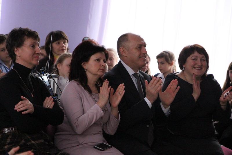 Олксандр Мамай в оточенні вчителів